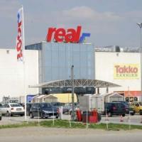 Real pleaca din Romania. Auchan ar putea prelua magazinele!
