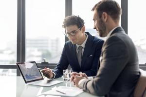 Ce servicii ofera un avocat de drept comercial?