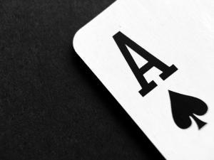 Cum se joaca blackjack pe o platforma de casino online?